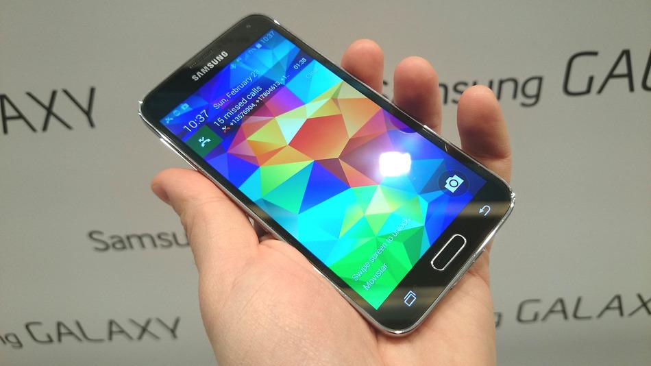 Galaxy S5 começa a receber Android 5.1.1